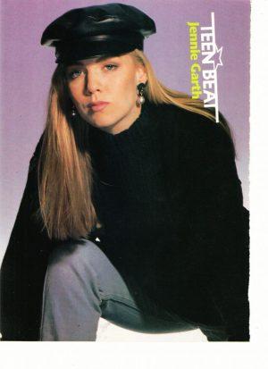 Jennie Garth squatting black hat