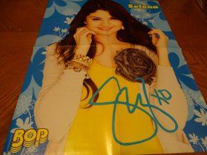 Selena Gomez yellow shirt Bop