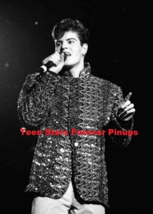 Jordan Knight Christmas concert 1989 photo pointing NKOTB